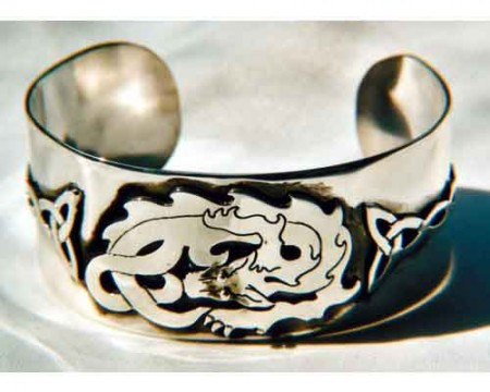 Armreif Drache mit keltischem Ornament