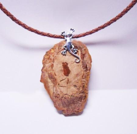 Collier versteinertes Holz mit Gekko