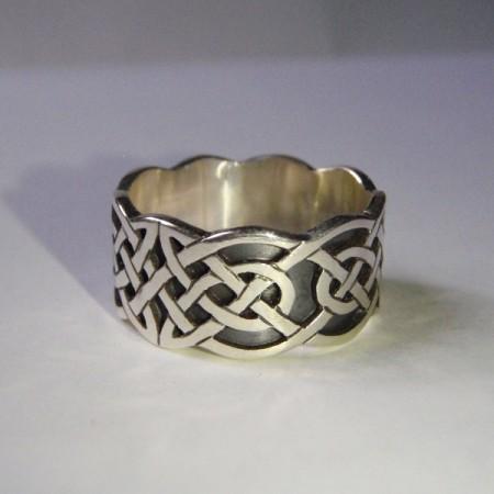 Keltischer Ring mit Knotenmuster