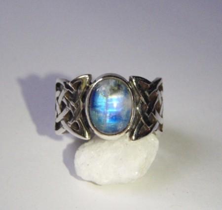 Keltischer Ring mit Mondstein