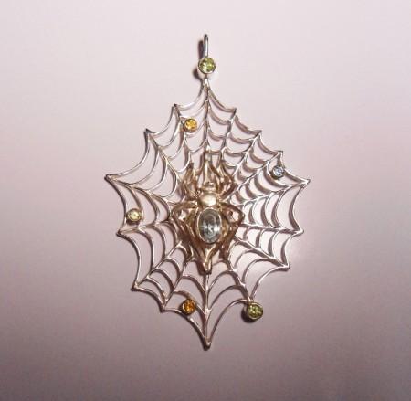 Kettenanhänger Spinne mit Edelsteinen