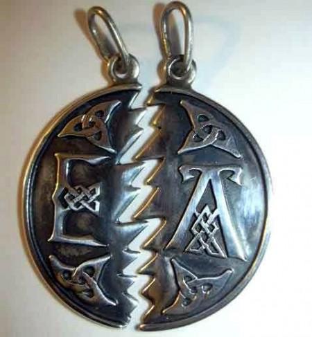 Partneranhänger keltische Knoten mit Initialen