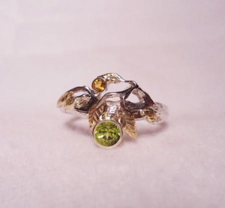Ring Goldblätter mit Edelsteinen