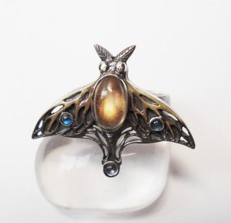 Ring Motte mit Labradorit und Mondsteinen