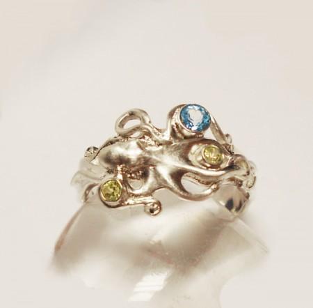 Ring Oktopus mit Topas und Peridoten