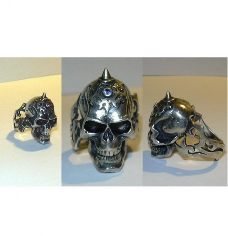 Ring Totenkopf mit Stein